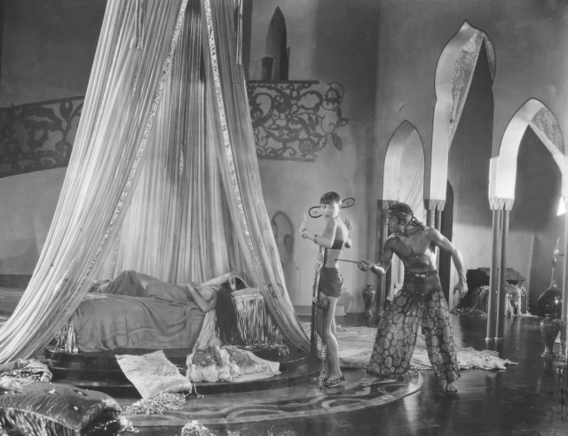 Is that a knife in your pocket or are you just pleased to see me? A slave (Anna May Wong) discovers Ahmed (Douglas Fairbanks) the thief trespassing in the royal bedroom